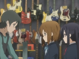 Guy : Hmm... kinda small...  Yui : So THAT'S how it looks!